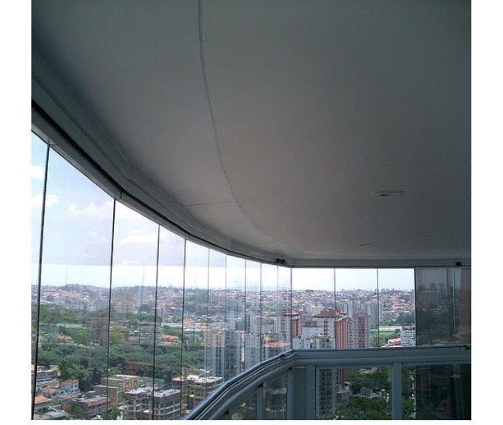 Envidraçamento de sacadas com vidro