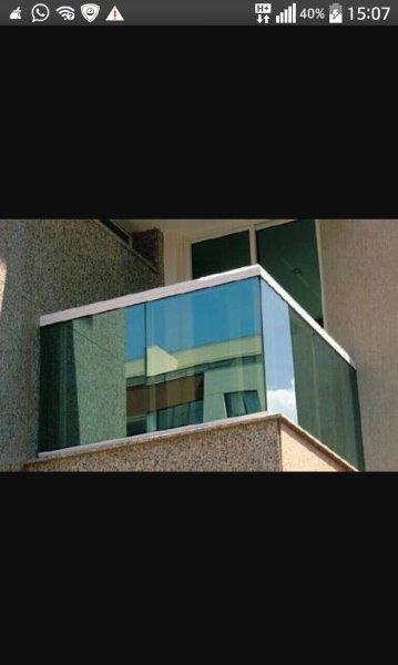 Guarda-corpo de vidro para sacada