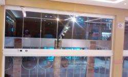 Obra Concluída - Fechamento em vidro Pizzaria Paulino.